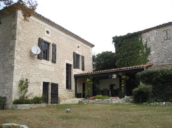 Domaine de Cantecor: The outdoor dining area