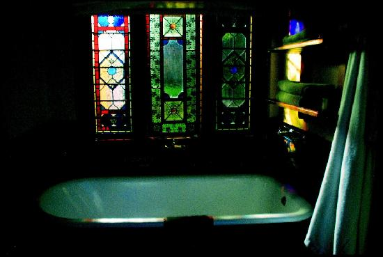 Tama Rumah: Tub/room and stained glass