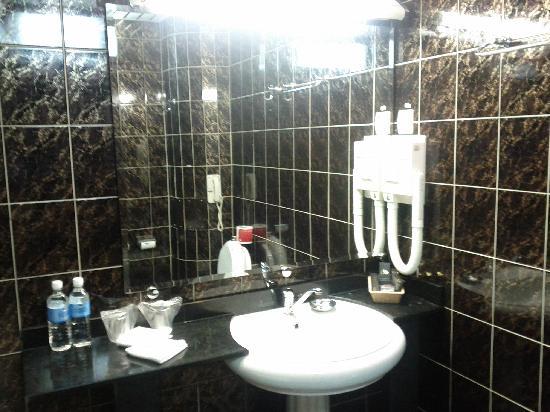 Ali Hotel : Bathroom in room#205