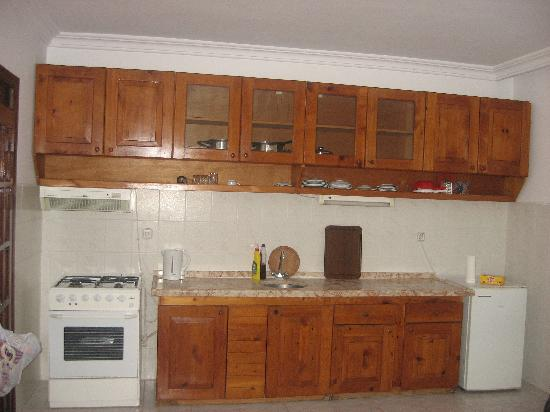Ozcem Apart Hotel: Kitchen