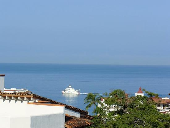 Bugambilia Blanca Vacation House and Condos : Enjoy fabulous views of the ocean and bay