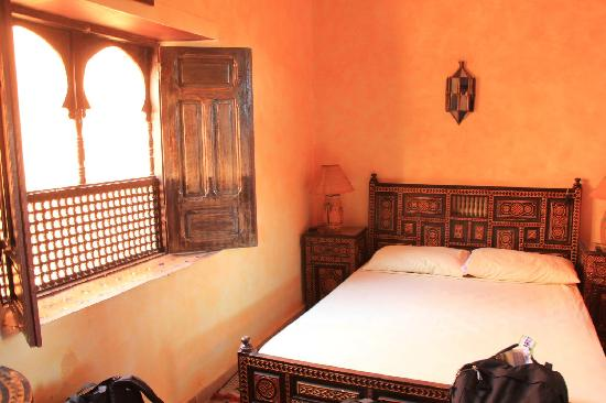 Riad Idrissi : The double bed in a triple room.