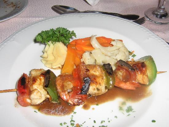 Excellence Punta Cana: pic of the best shish-kebob ever. The food is really great.