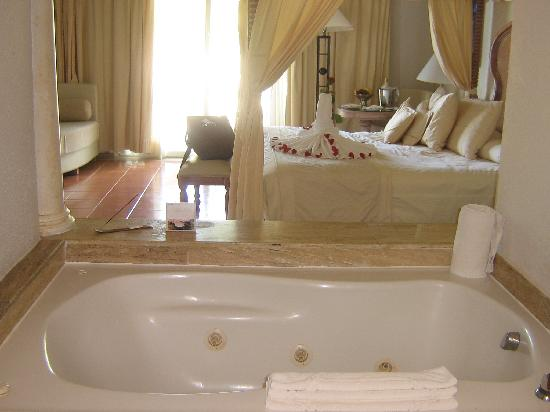 Excellence Punta Cana : picture of our room from the vanity area past the jacuzzi tube and into the main area