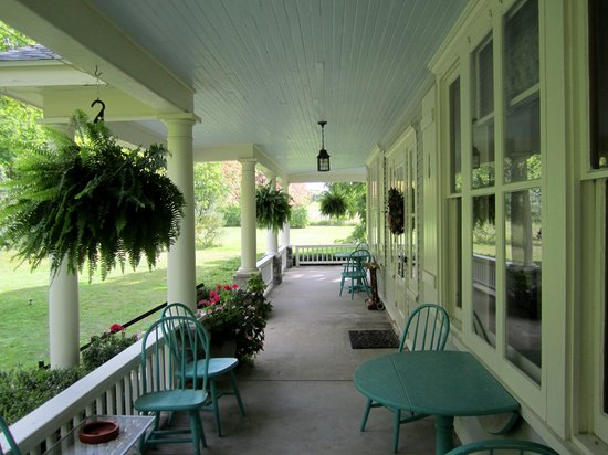 Snowbird Inn B & B: Wonderful Porch