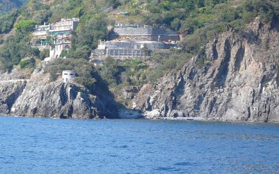 Hotel Porto Roca : Hotel from the sea