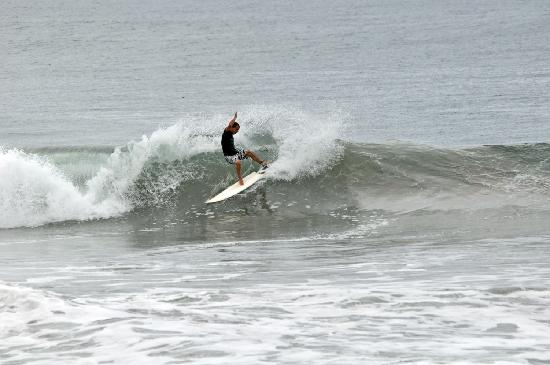 Buena Onda Beach Resort: Fun waves too
