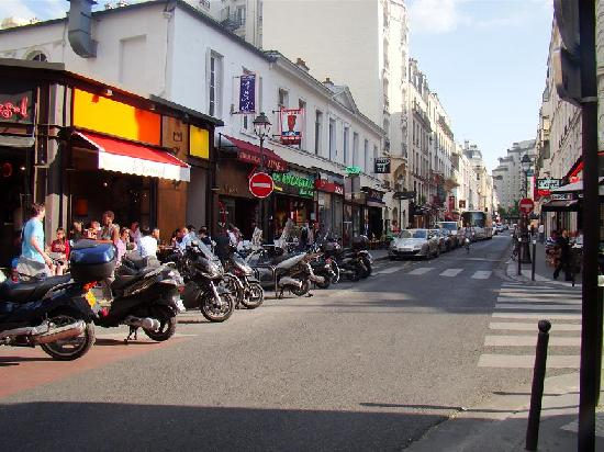 Timhotel Paris Gare Montparnasse: Street where the Hotel is