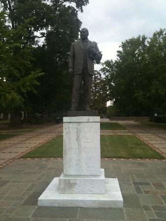 16th Street Baptist Church: Martin Luthur King statue