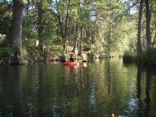Creekhaven Inn: Kayaking in whats left of creek