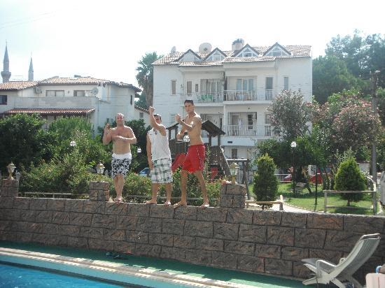 Seler Hotel: selar staff
