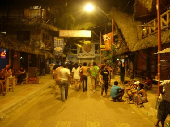 Montanita, Ecuador: calle principal