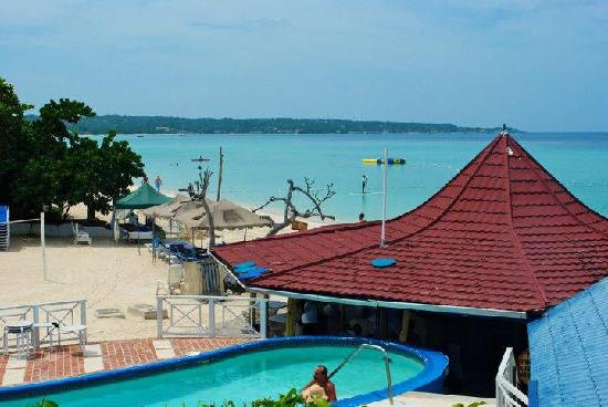 Negril Tree House Resort: The resort pool
