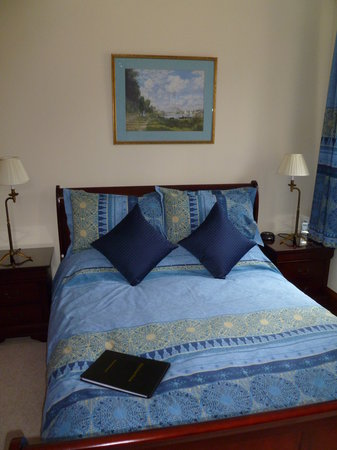 Dinichean House: One of the gorgeous bedrooms