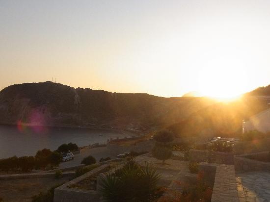 Psaravolada Resort: Sunset at Psaravolada and view of Agia Kyriaki Beach
