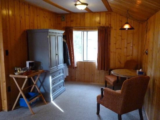 Pine Bungalows: Inside cabin