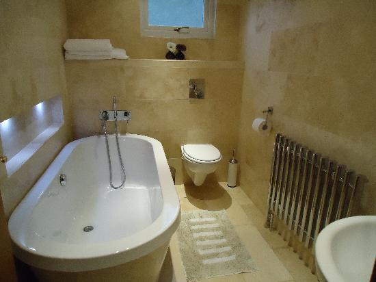 The Willows Cottages: Bathroom 4 Bedroom