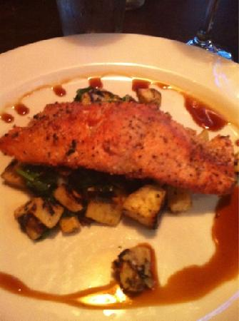Pelican Pub & Brewery: salmon