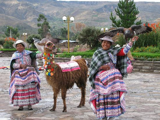 Colca Canyon: locals in a sqaure