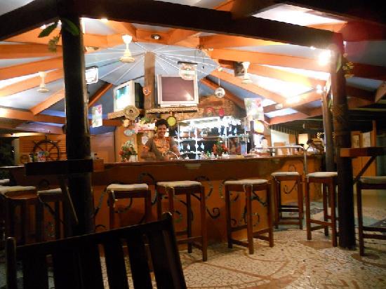 เฟิร์สแลนดิ้งบีชรีสอร์ทแอนด์วิลลาส: First Landing Bar area