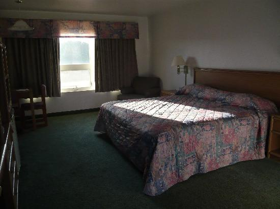 Waves of Newport: Partial oceanview room