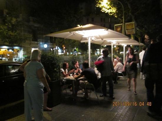 Cervecería Catalana: open area