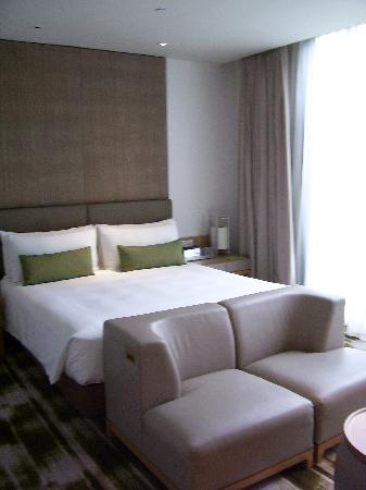 Crowne Plaza Changi Airport Bed And Sofa