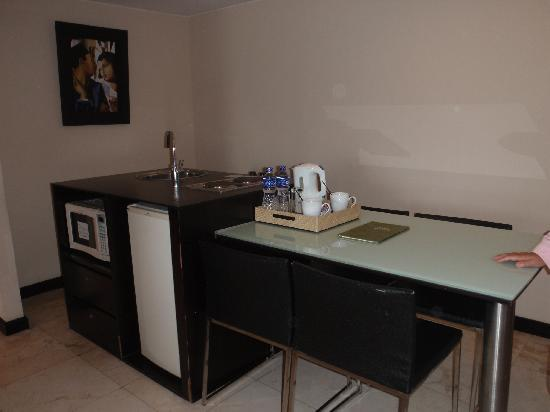 Aston Braga Hotel & Residence: one of the pics..the kitchenette?