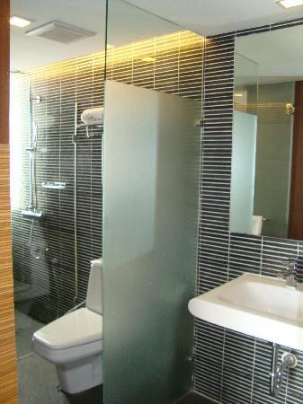 ซาช่าส์ โฮเต็ล อูโน่: bathroom