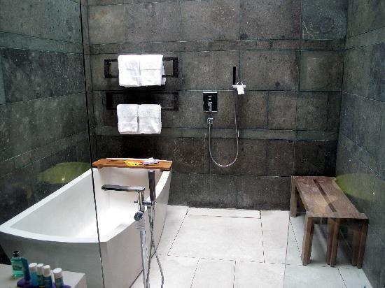 ดับบลิวรีทรีทแอนด์สปา บาหลี-เซมินยัค: The bathroom