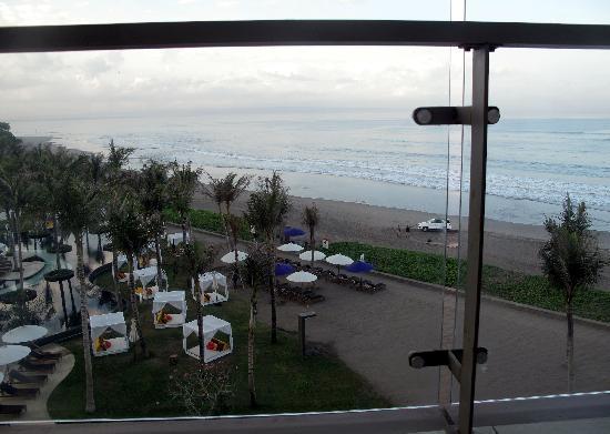 ดับบลิวรีทรีทแอนด์สปา บาหลี-เซมินยัค: Beach view from the balcony