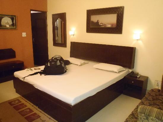 Hotel Kamal : エアクーラーはほとんど効かず・・・デラックスルーム