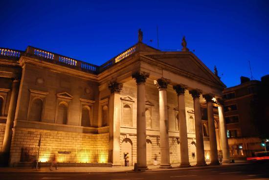 Bank of Ireland: Beautiful after dark