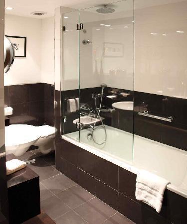 โซฟิเทลลิบอนลิเบอเดดโฮเตล: Bathroom