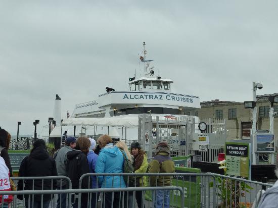 อัลคาทราซ: アルカトラズ島へ行く船