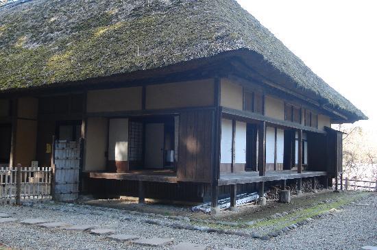 Suginamiki Park: 民家を復元、お隣にはお蕎麦屋さん
