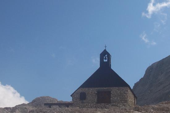 Gasthof zum Rassen: church on glacier