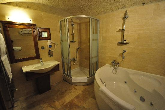 Stone House Cave Hotel: Shower