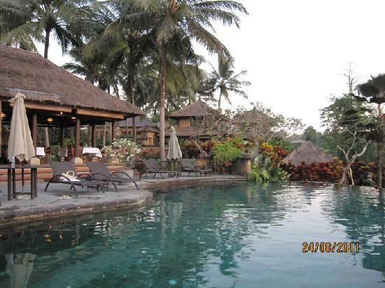 Villa Semana: Main pool and restaurant