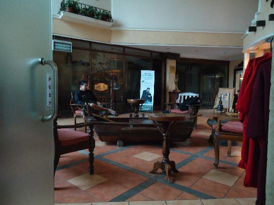 Crown Regency Residences Davao: hotel lobby