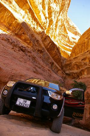 Wadi Rum Full Moon Camp: The nice jeep for the trips with wadi rum full moon tours
