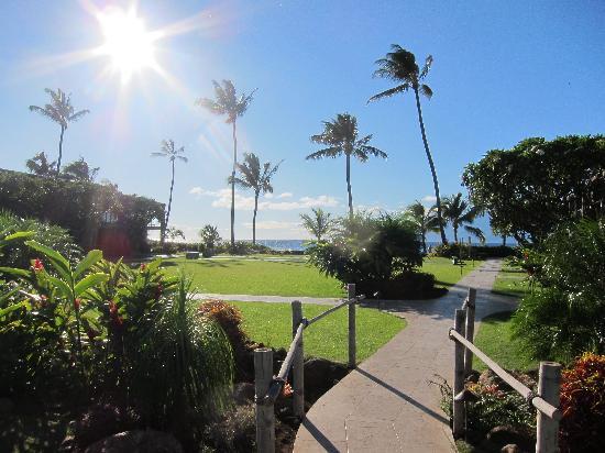 The Mauian Hotel on Napili Beach: crossing the bridge going to the beach