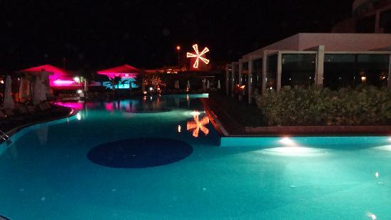 Alba Royal Hotel: POOL AT NIGHT