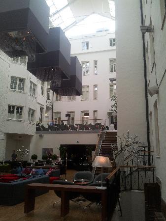 Clarion Hotel Plaza: Reception och bar/lounge