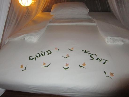 เจ็ทวิงวิลอูยานา: ベッドメーキング  竹の葉で作ってくれています。