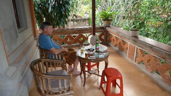 อูบุด บังกะโลว์: The balcony