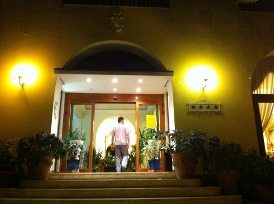 Hotel San Michele: entrance