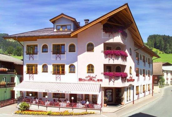 Hotel Schattauer: Das Hotel im Sommer
