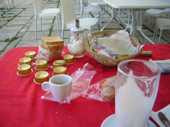 Palazzo Contelori: tavolo colazione