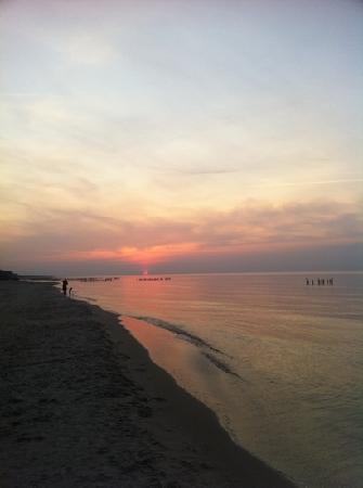 HAVET Hotel Resort & Spa: Sonnenuntergang am Strand